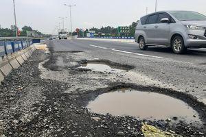 VEC lại đổ lỗi trời mưa khiến cao tốc 34.500 tỷ tái xuất hiện 'ổ gà'