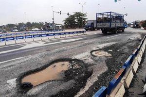 Xuất hiện 'ổ gà' trên đường cao tốc Đà Nẵng - Quảng Ngãi