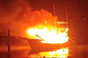 Nổ tàu cá, 8 người thương vong