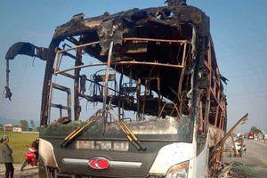 Thêm ô tô khách bị cháy trên quốc lộ 1
