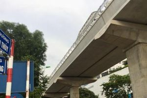 Phân luồng giao thông, phục vụ thi công lắp thang máy tại các nhà ga đường sắt Nhổn - Ga Hà Nội
