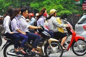 Học sinh đi xe máy, vi phạm giao thông nhiều, lỗi tại ai?