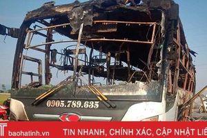 Xe giường nằm cháy trơ khung lúc rạng sáng trên đường tránh TP Hà Tĩnh