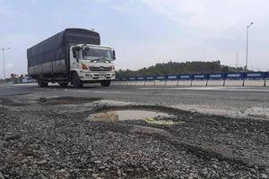 Cao tốc Đà Nẵng - Quảng Ngãi xuất hiện ổ gà, chủ đầu tư nói gì?