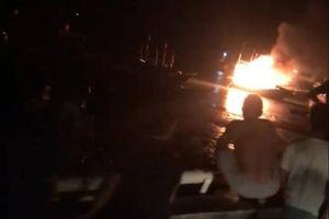 Thanh Hóa: Tàu cá phát nổ, 10 người thương vong