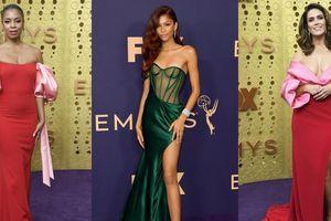 Điểm qua những bộ cánh rực rỡ sắc màu trên thảm đỏ Emmy 2019