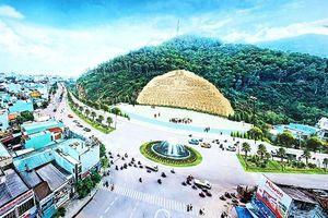 Bình Định tạm dừng tạc phù điêu 86 tỉ đồng vào vách núi