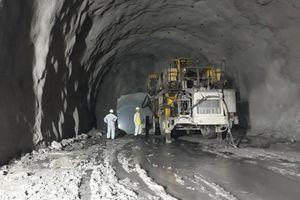Đào thông hầm bộ Hải Vân 2 dài 6,2km