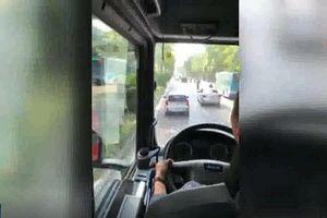 Lái xe không nhường đường cho xe cứu hỏa trong vụ cháy chợ Tó bị tước giấy phép
