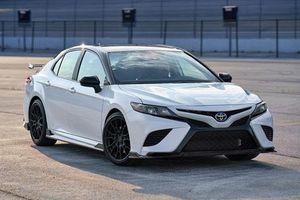 Ảnh chi tiết Toyota Camry TRD 2020 giá hơn 700 triệu đồng