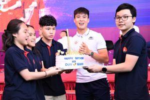 Trung vệ 'thép' Duy Mạnh được các fan tổ chức sinh nhật lần thứ 23