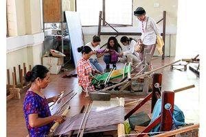 Ninh Thuận bảo tồn và phát triển nghề dệt thổ cẩm Chăm truyền thống