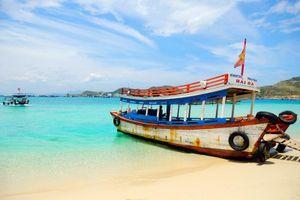 Thăm hải đăng trắng Hòn Chút trên đảo tôm hùm Bình Hưng