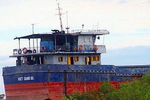 Trục vớt tàu chở 3.040 tấn clinker chìm trên biển