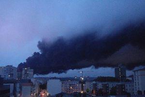 Lo ngại ô nhiễm sau vụ cháy nhà máy hóa chất ở Pháp