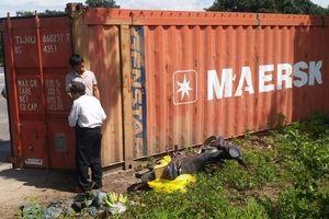 Phát hiện thanh niên chết bất thường trong tư thế treo cổ bên xe container