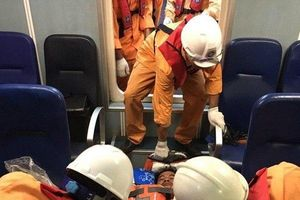 Cứu nạn thành công ngư dân bị dây lưới đứt quật vào người nguy kịch