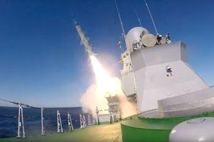 Tàu hộ vệ tên lửa Smerch của Nga thử vũ khí mới đầy ấn tượng