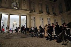 Dòng người xếp hàng vào điện Elysee tưởng nhớ cố TT Jacques Chirac