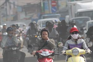Không khí ô nhiễm khiến khẩu trang đắt khách