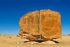 Bí ẩn khối đá 10.000 năm có vết cắt thẳng đứng