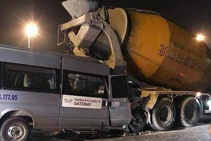 Xe dán biển trường Gateway đâm vào xe trộn bê tông dừng đèn đỏ, 1 người bị thương