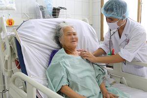 Cắt bỏ 3m ruột hoại tử do tắc mạch máu, cứu sống cụ bà 80 tuổi
