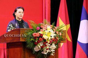 Chủ tịch Quốc hội trao Huân chương cho tập thể, cá nhân Quốc hôị̣ Lào