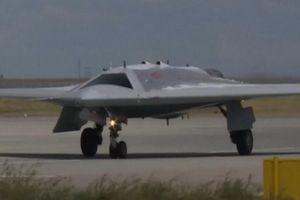 Máy bay tấn công không người lái S-70 'Hunter' mới nhất của Nga sẽ được trang bị tên lửa hành trình