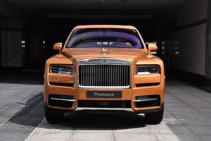 Rolls-Royce Cullinan đẹp mắt với màu sơn cam Tuscan Sun