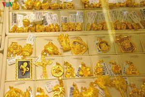 Giá vàng tuần qua giảm nhưng vẫn níu mốc 42 triệu đồng/lượng