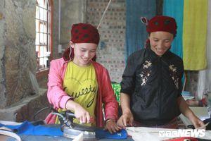 'Mái nhà' đặc biệt giữa núi rừng của những người phụ nữ Mông đưa văn hóa Việt ra thế giới