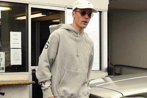 Sát ngày cưới, Justin Bieber vẫn ăn mặc luộm thuộm ra đường