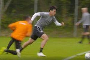 Đoàn Văn Hậu phô diễn kỹ thuật biến thủ môn SC Heerenveen thành trò hề
