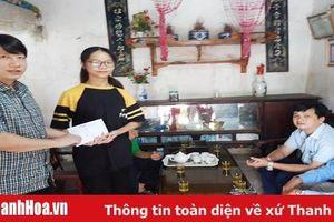 'Quỹ Hoa Hồng' Báo Thanh Hóa trao quà cho 6 cháu mồ côi tại xã Nga An