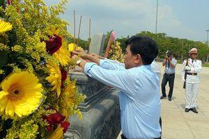 Bộ trưởng Tô Lâm dâng hương tại Tượng đài Mẹ Việt Nam anh hùng