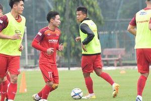 Sao trẻ U22 Việt Nam: 'Tập sân cỏ nhân tạo khiến nhiều cầu thủ chấn thương'