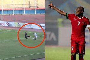 Rùng mình pha bỏ bóng đá người của ngôi sao tuyển Indonesia
