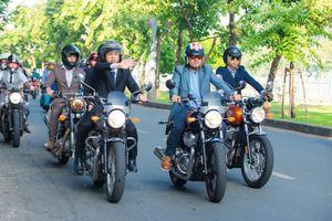 Hàng trăm 'quý ông' cưỡi môtô, mặc vest diễu hành trên phố TP.HCM