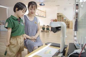 Giờ học vẽ tranh quét mã QR của trường mầm non 100% vốn nước ngoài