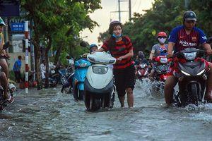 Triều cường gây ngập nặng tại TP Hồ Chí Minh, Cần Thơ