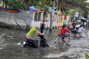 Người dân quận 8 vẫn đang vật vã trong biển nước!