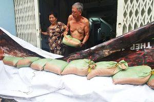 Người Sài Gòn xây 'lô cốt' chống ngập
