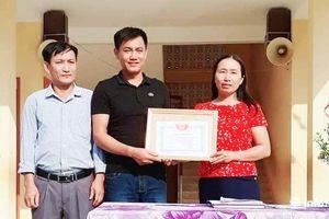 Nghệ An: Tuyên dương 2 thầy giáo dũng cảm cứu sinh viên Y khoa thoát khỏi tử thần