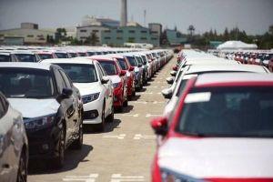 Ô tô nhập khẩu tăng 'chóng mặt'
