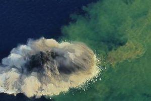 Clip quá trình hình thành một hòn đảo từ vụ phun trào núi lửa