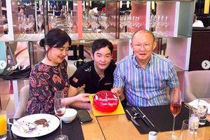 HLV Park Hang Seo đón sinh nhật sớm