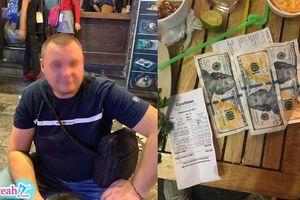 Thanh toán hóa đơn 800k, khách Tây hào phóng đưa hẳn 3 tờ 100 USD nhưng lại 'made in Địa Phủ'