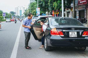 Mở cửa xe ô tô thiếu quan sát bị xử phạt như thế nào?