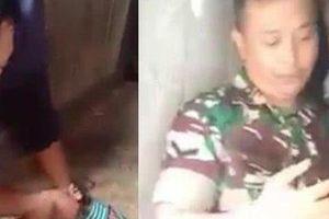 Bé trai 9 tuổi bị cha dượng bạo hành xích và ép đi ăn xin suốt 2 năm